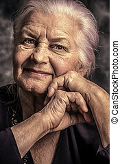öregedő, mosolygós