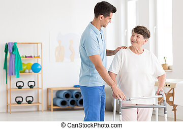 öregedő woman, és, törődik, physiotherapist