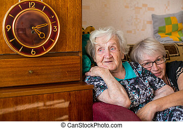 öregedő woman, alatt, otthon, noha, övé, felnőtt, daughter.