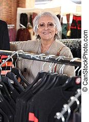 öregedő woman, bevásárlás