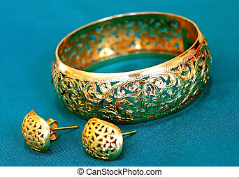 örhängen, armband, guld