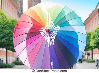 összekapcsol dédelget, mögött, a, esernyő