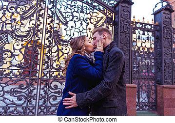 összekapcsol megcsókol, közel, a, kapu