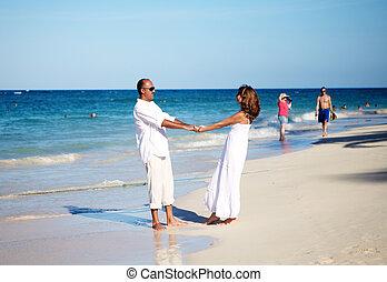 összekapcsol táncol, a parton
