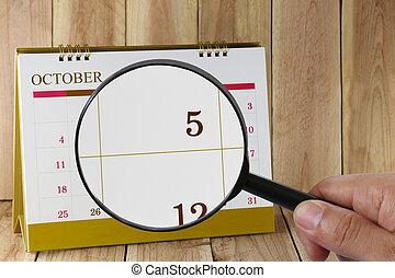 ötödik, october., konzerv, magasztalás, hónap, naptár, szám 5, néz, dátum, kéz, összpontosít, pohár, ön