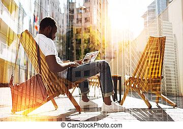 övé, ülés, ellenző, látszó, csendes, laptop, ember