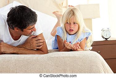 övé, lány, atya, ágy, bájos, beszéd, fekvő