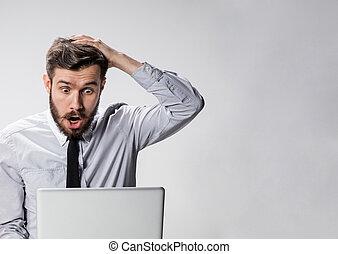 övé, laptop, fiatal, számítógép, meglepődött, ember