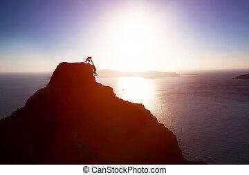 övé, odaad, tető, elér, kéz, ételadag, kúszónövény, segítség, mountain., eltart, barát