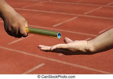 överföring, action., relay-athletes, räcker