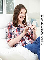 överföring, tonårig, mobil, text, tel hemma, meddelande, flicka