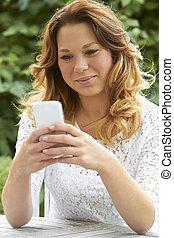 överföring, tonårig, text, ringa, attraktiv, meddelande, flicka