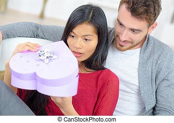 överraskning, romantisk, gåva