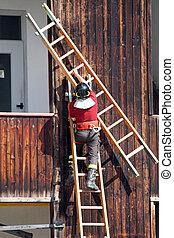 övning, och, utbildning, av, brandmän, in, den, brandstation, med, trä stege