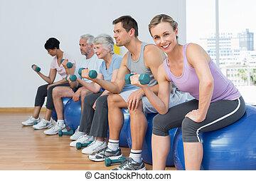 övning, sittande, gymnastiksal, hantlar, klumpa ihop sig, klassificera
