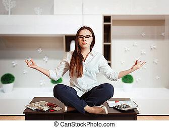 účetní, sedění, do, yoga zmást, na stole