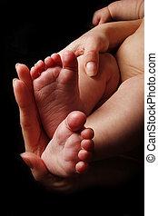 újszülött, kevés, csecsemő lábfej, alatt, anya, kézbesít