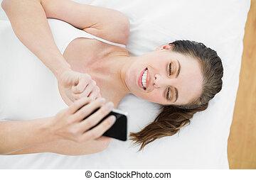 úsměv eny, pouití, pohyblivý telefonovat, upoután na loe