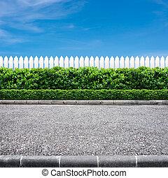 út, kerítés