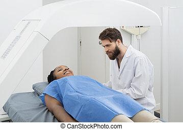 überprüfung, patient, durchmachen, doktor, schauen, weibliche