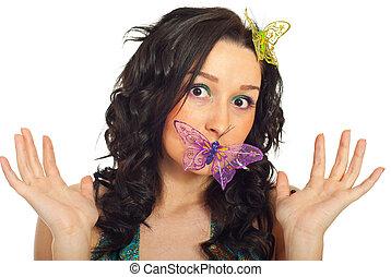 überrascht, frau, mit, papillon