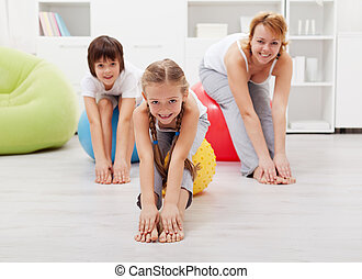 übungen, daheim, dehnen, familie, glücklich