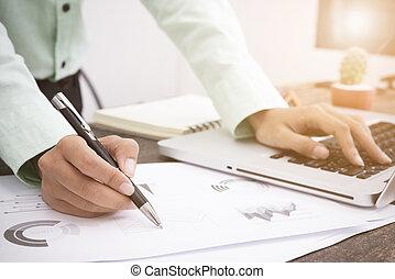 ügy bábu, dolgozó, körülbelül, ügy, befektetés, jelent, asztal, hivatal.