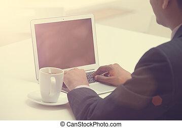 ügy bábu használt laptop, noha, kávécserje, alatt, a, reggel