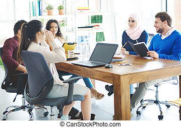 ügy emberek, beszéd, alatt, hivatal találkozik