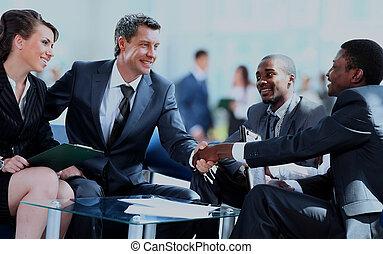 ügy emberek, reszkető kezezés, befejezés, feláll, egy, meeting.