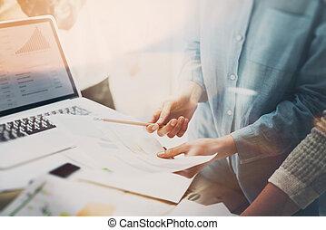 ügy, film, jegyzetfüzet, effect., osztályvezető, háttér, fénykép, meeting., project., erdő, elemez, új, fiatal, legénység, gondolat, dolgozó, bemutatás, asztal., plans., startup, marketing, beszámoló, életlen