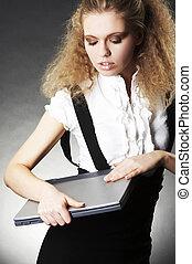 ügy woman, noha, laptop