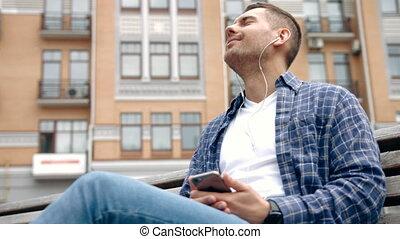 ülés, fiatal, feláll, kihallgatás, szabadban, becsuk, music., ember