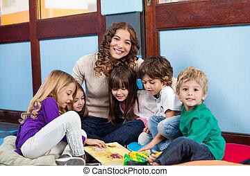 ülés, gyerekek, tanár, emelet
