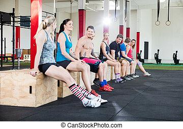 ülés, tréning, szünet, dobozok, közben, atléta, tornaterem