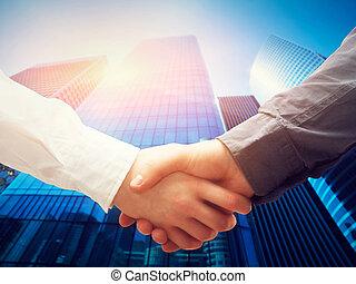üzlet, felhőkarcoló, kézfogás, siker, háttér., együttműködés