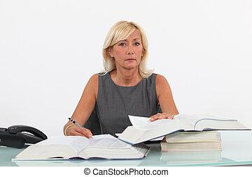 üzletasszony, érett, íróasztal