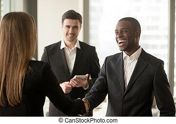 üzletasszony, amerikai, üzletember, mosolygós, hektár, afrikai származású, kaukázusi