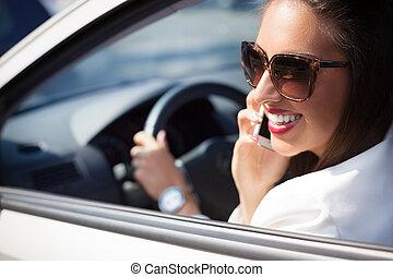 üzletasszony, autó telefon