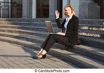 üzletasszony, laptop, fiatal, használ