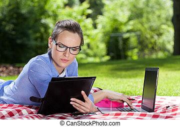 üzletasszony, számítógép, dolgozó
