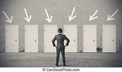 üzletember, eldöntés, a, helyes, ajtó