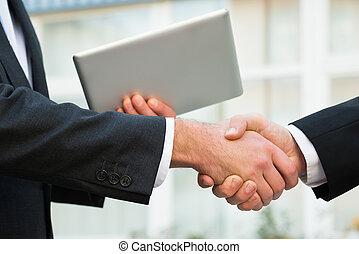 üzletember, kezezés reszkető, partner