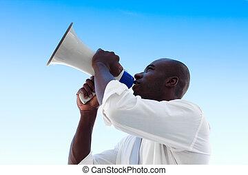 üzletember, kiabálás, alatt, egy, hangszóró