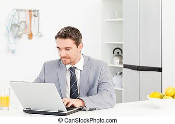 üzletember, laptop, övé, dolgozó