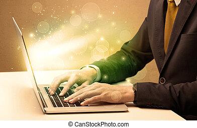 üzletember, laptop, dolgozó, gyorsan