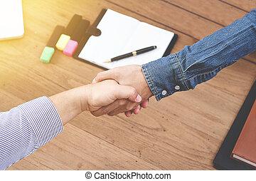 üzletember, ráz, kéz, az irodában, alatt, a, reggel