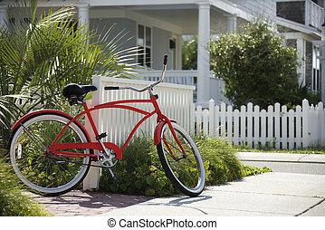 červené šaty jezdit na kole, před, house.