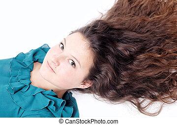 ładna dziewczyna, z, długi, kędzierzawy włos