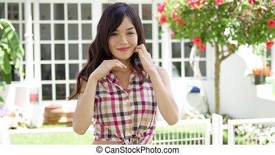 ładny, młoda kobieta, w, niejaki, tropikalny, ogród